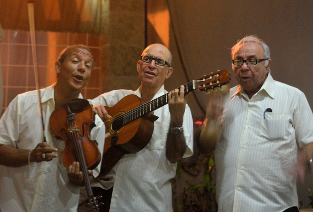3 old men- one violinist, one guitarist and one with maracas